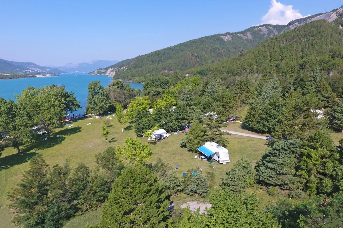 Camping Le Chadenas, au bord du lac de Serre-Ponçon