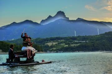 Le pianO du lac fait étape à Embrun