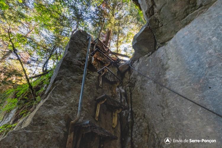 Portes de Morgon par le sentier de l'Echelle (depuis Pierre Arnoux)