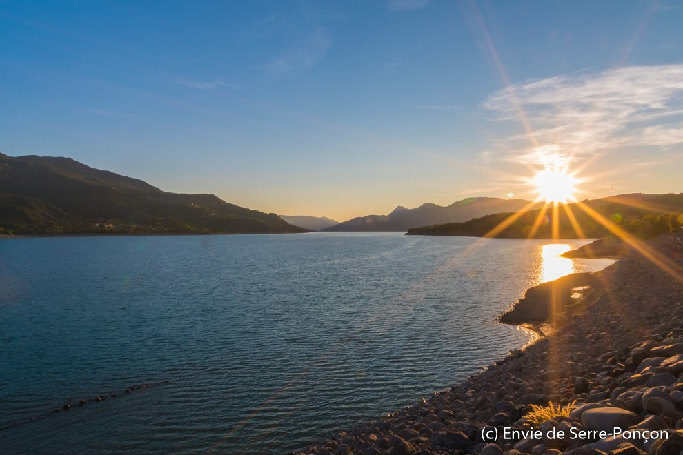 Lac Serre Poncon : The lac du serre poncon a beautiful lake surrounded by mountains